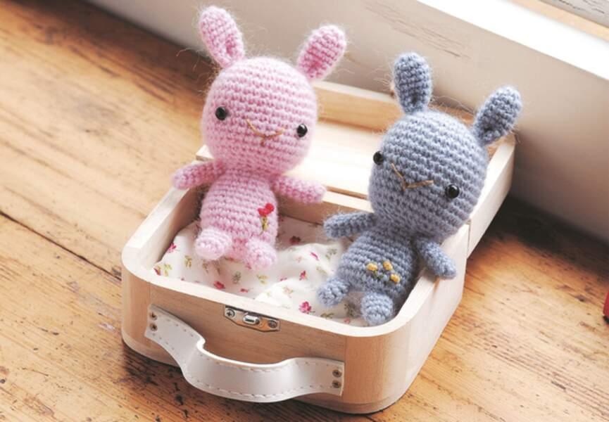 Miss Mew / DROPS Baby 21-42 - Modèles crochet gratuits de DROPS Design | 600x865
