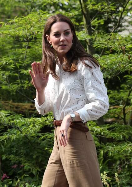 ... Kate Middleton y a fait une apparition tout en sourire et a salué le public.