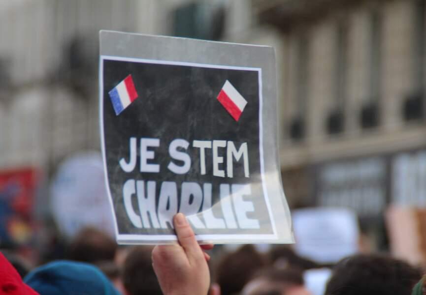 """On pouvait lire """"Je suis Charlie"""" dans toutes les langues"""