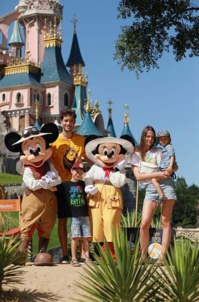 Francisco Lachowski fait honneur à la sortie du nouveau film Le Roi Lion à Disneyland Paris