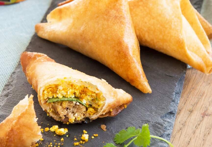 Samossas aux sardines, piment de Cayenne, feta et curry