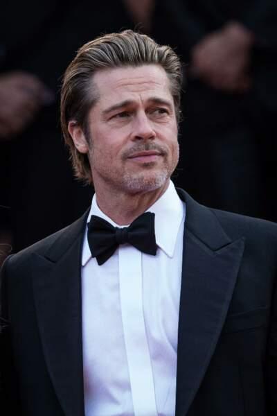 Le carré très court et gominé de Brad Pitt
