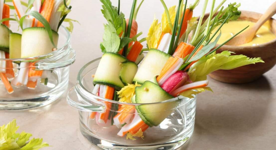 Mini-roulés de courgette, surimi et de légumes croquants