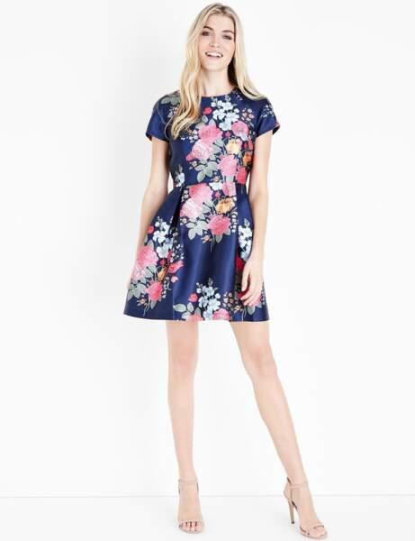 Tenue de cérémonie : la mini robe fleurie