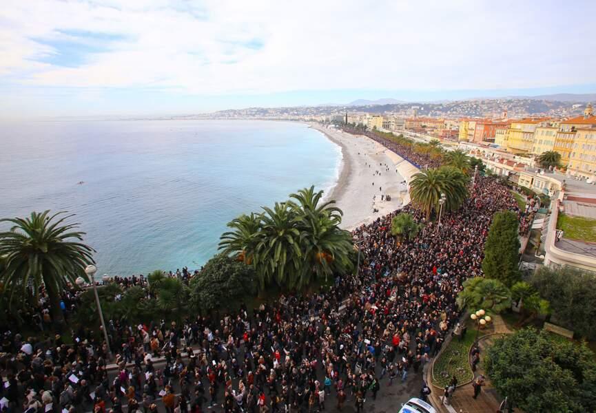 Marée humaine sur la Promenade des Anglais à Nice