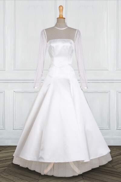 Mariage en hiver : Robe de mariée longue en satin et plumetis par Tati