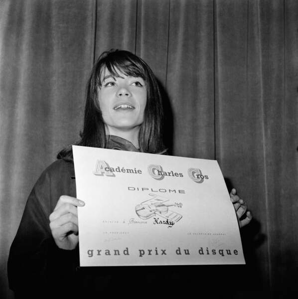 Françoise Hardy reçoit le Grand Prix du Disque de l'Académie Charles Cros le 12 mars 1963.