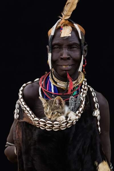 Chat au Togo bien au chaud
