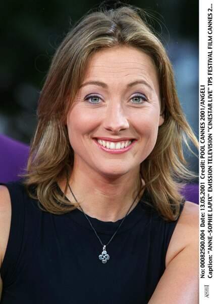 """Anne-Sophie Lapix sur le plateau de l'émission """"Cinestar Live"""" au festival de Cannes en mai 2001."""