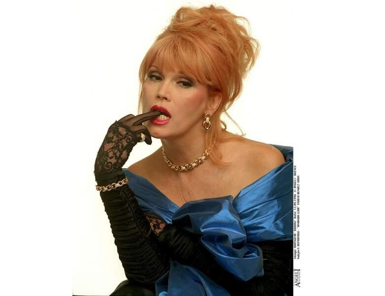 En 1996, elle arbore un chignon blond vénitien