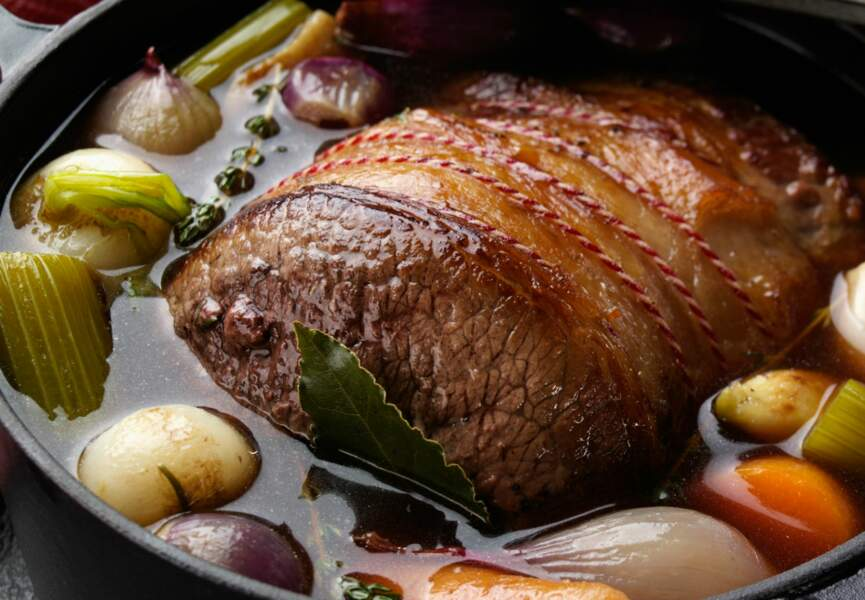 Rôti de viande de boeuf aux légumes en cocotte