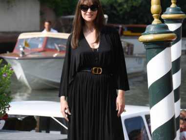 Monica Bellucci sublime en bustier apparent, elle enflamme la Mostra de Venise