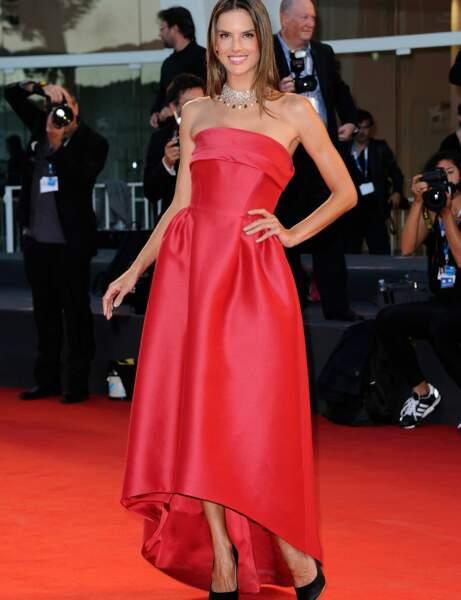 Tendance rouge : la robe grand soir