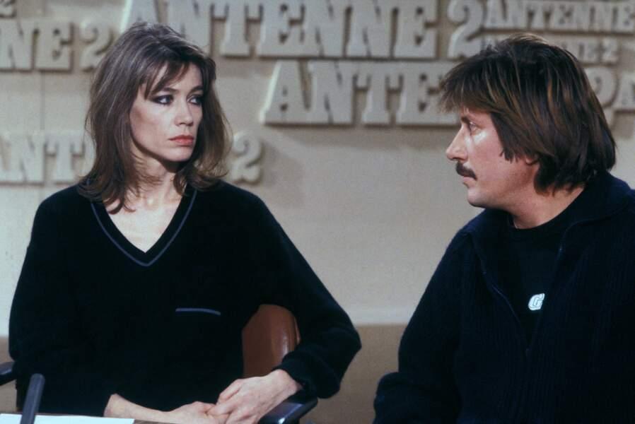 Françoise Hardy et Jacques Dutronc sur un plateau de télévision en novembre 1980 à Paris.