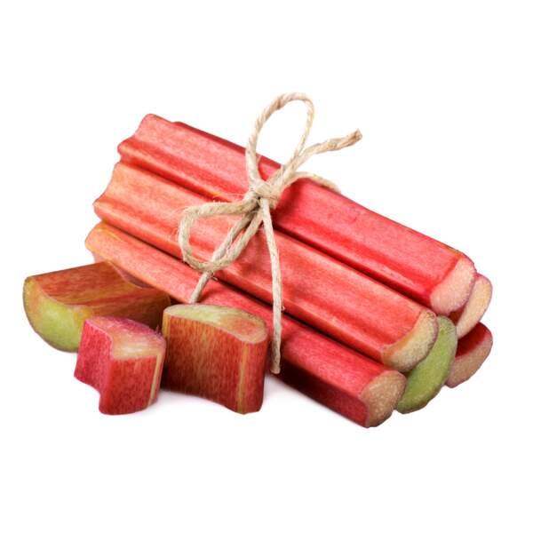 Fruit minceur : la rhubarbe 15 kcal les 100g.