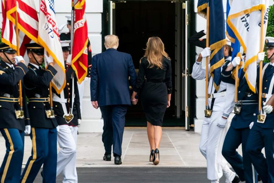 Le couple présidentiel s'est tenu par la main...