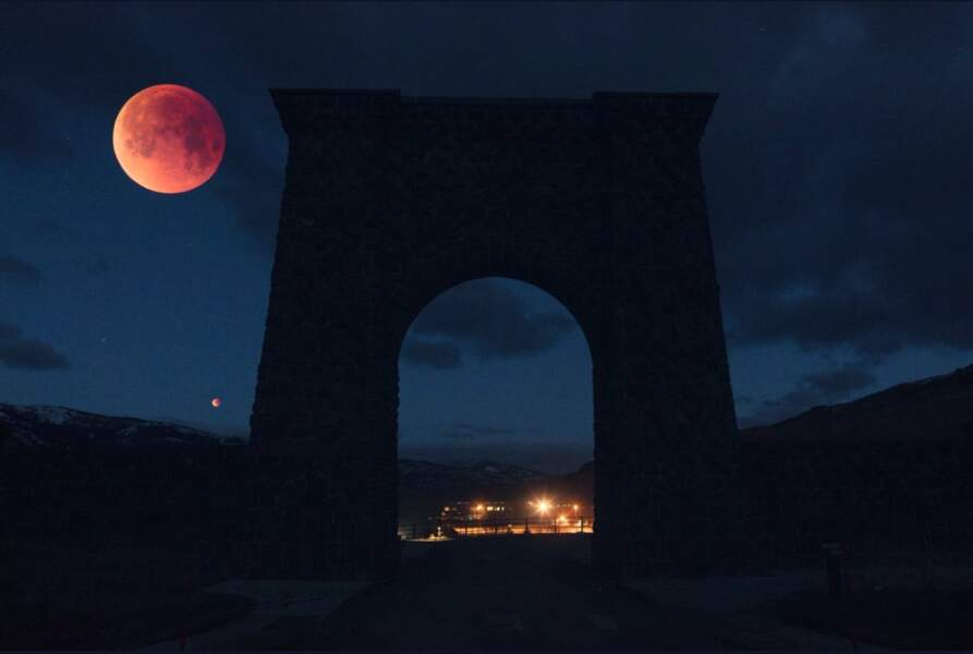 On utilise l'expression « lune bleue » pour désigner une deuxième pleine lune dans le même mois (Pakistan)
