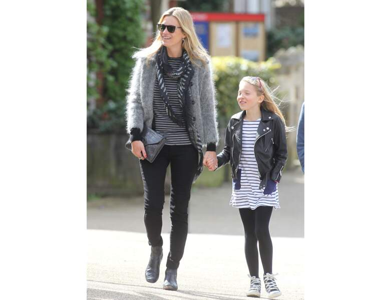 A 10 ans, Lila se balade avec sa mère à Londres