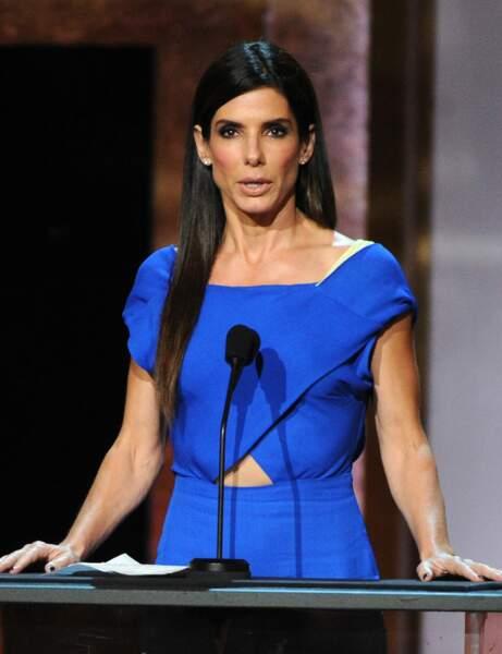 Je veux dompter mes cheveux épais, j'adopte la coupe longue de Sandra Bullock