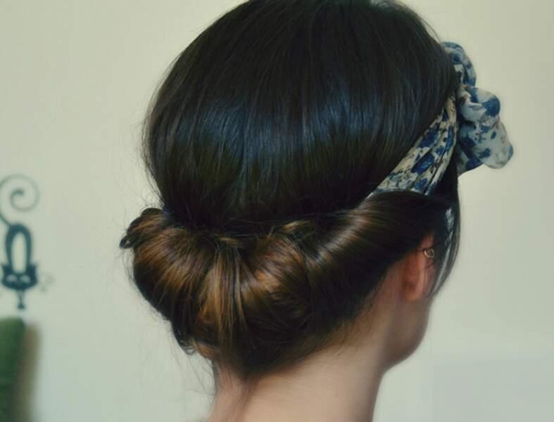 Une coiffure avec un foulard