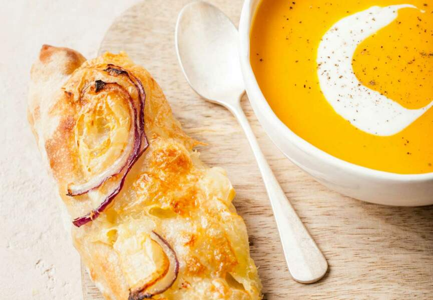 Velouté de courges butternut et tartines au fromage à raclette