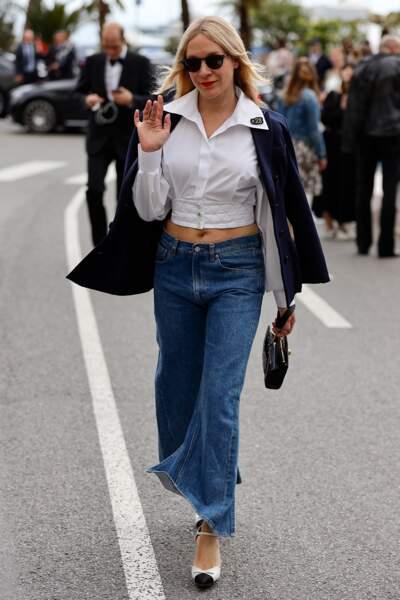 Cannes : Chloë Sévigny, 44 ans, en jean frangé dans la rue