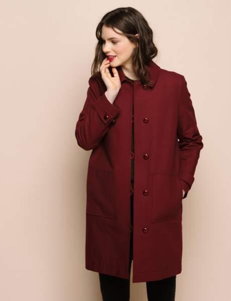 Le manteau bordeaux