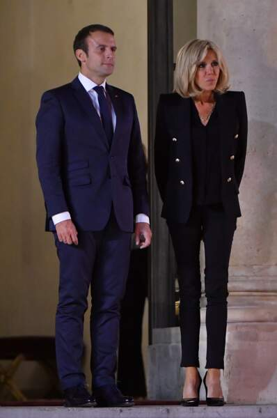 Brigitte Macron en blazer militaire