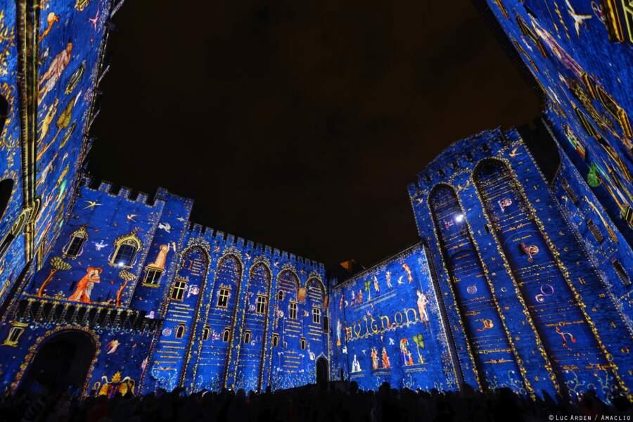 À Avignon, les enceintes du palais des Papes illuminées