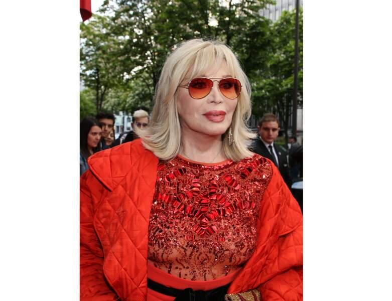En 2018, elle arbore un look tendance et sa coupe fétiche: un carré