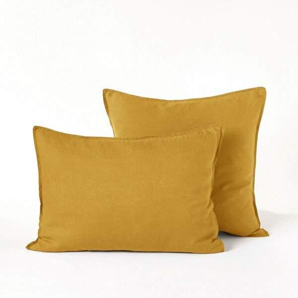 Une parure de lit jaune curry