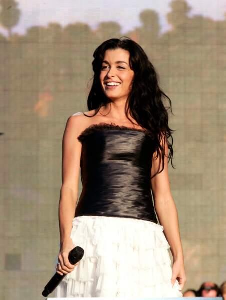 """Jenifer pendant le concert """"Champ Libre"""" au Trocadero le 14 juillet 2008"""