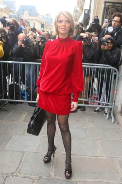 2018, Ultra chic dans cette robe rouge pour le défilé Haute Couture de Jean Paul Gaultier