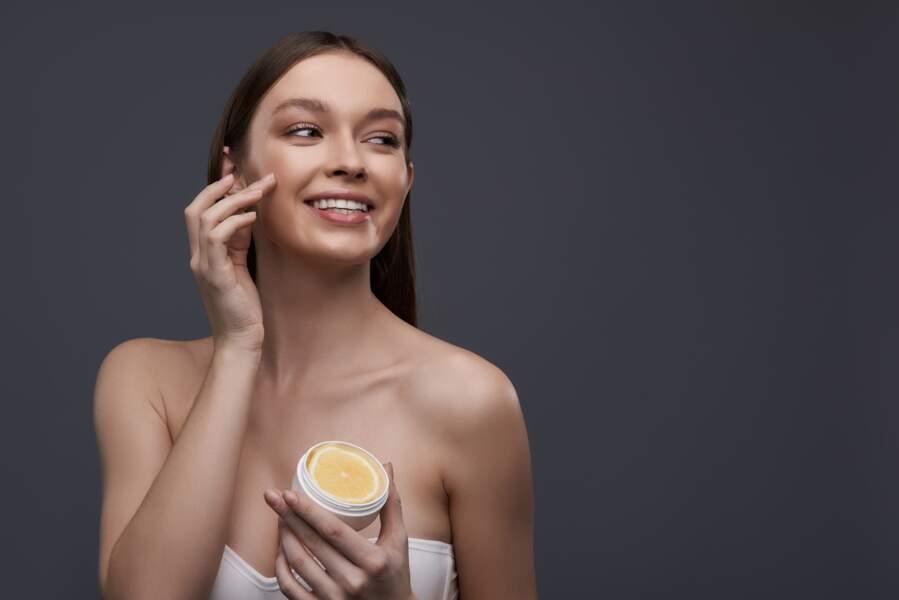 Le citron : exfoliant et adoucissant