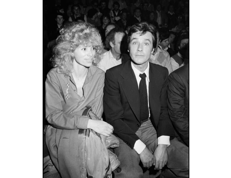 En 1981, Mireille Darc adopte la mode des cheveux bouclés