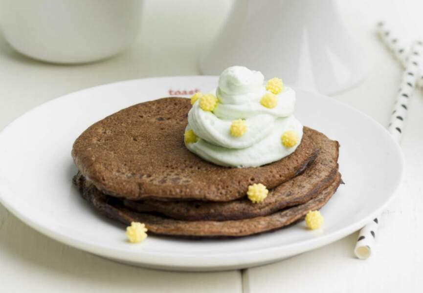 Pancakes au chocolat et chantilly pistache