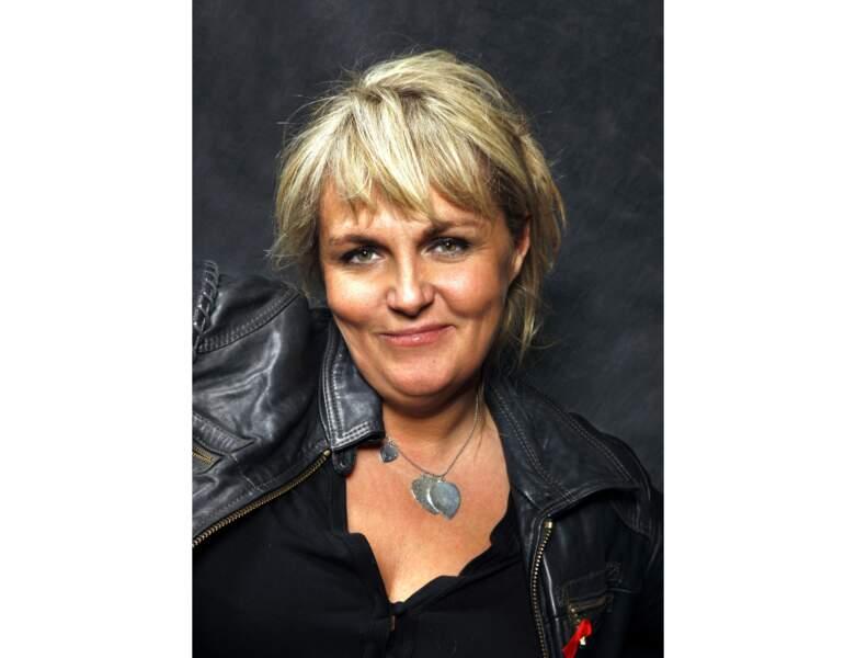 Valérie Damidot est prise en photo au Salon du Livre