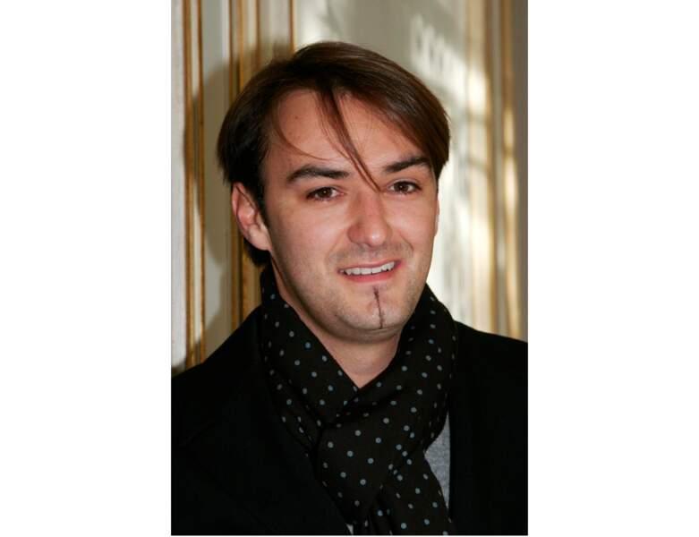 En 2007, cheveux longs et mèche sur le côté