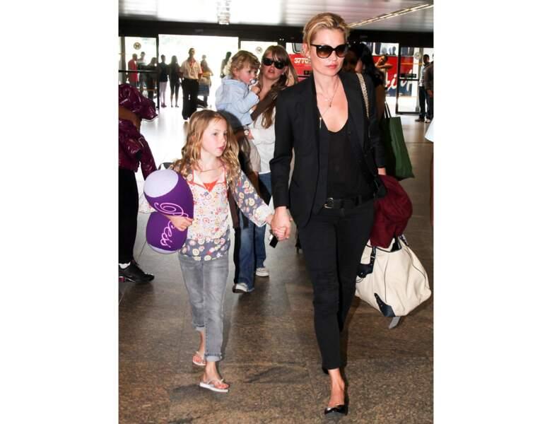 Kate Moss et sa fille Lila à l'aéroport de Sao Paulo en 2011