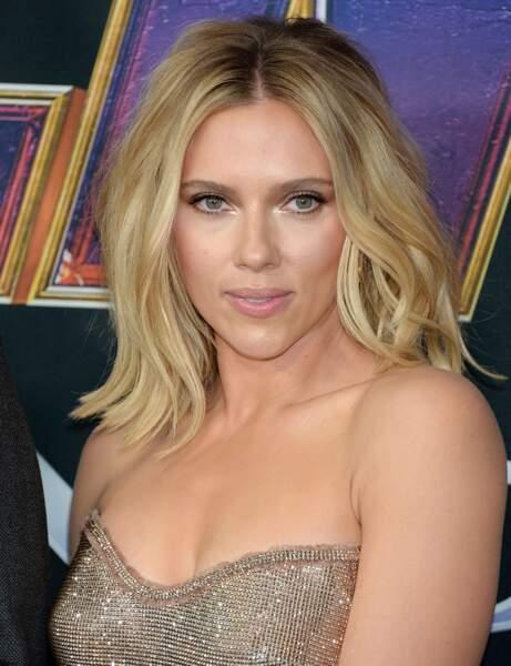 Un carré long avec raie au milieu comme Scarlett Johansson