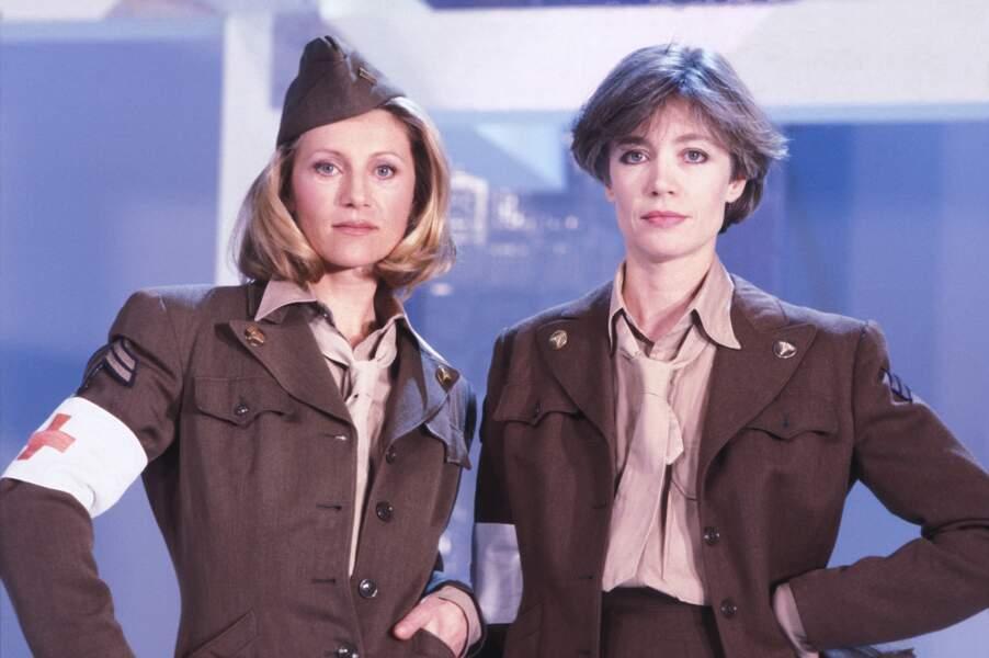 """Sheila et Françoise Hardy sur le plateau de l'émission """"Formule 1"""", le 2 mars 1984, à Paris."""