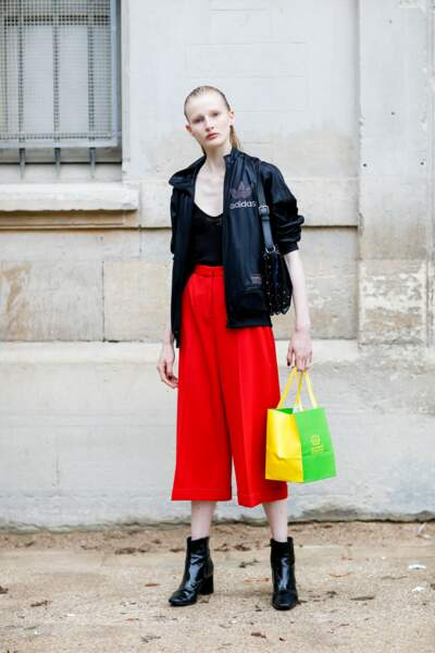 Paris Fashion Week Street Style : le pantalon rouge