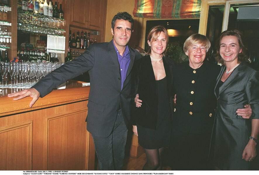Julien Clerc et Virginie Couperie avec sa mère Florence Couperie et de sa soeur Coco en 1998.
