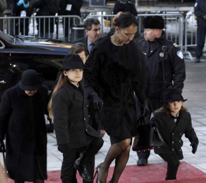 Digne, Céline Dion reste proche de ses enfants, sûrement trop jeunes pour comprendre tout ce qu'il se passe...