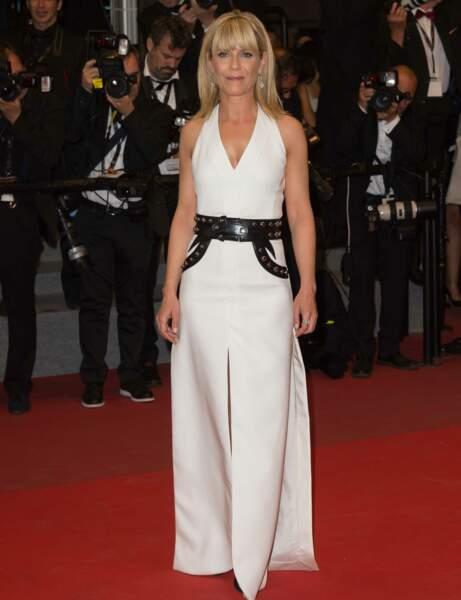 Marina Fois en robe blanche et noire