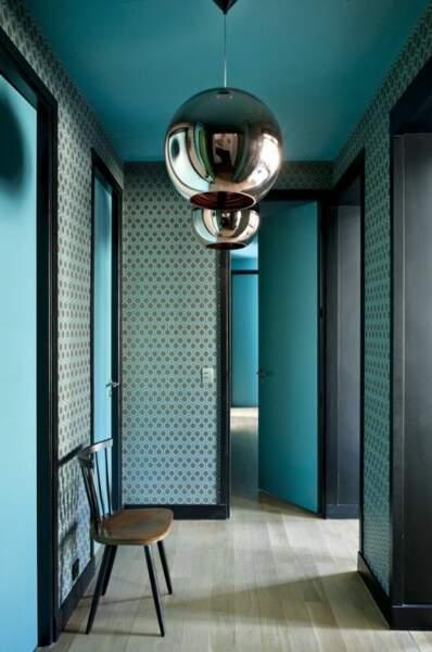 Du turquoise dans un couloir