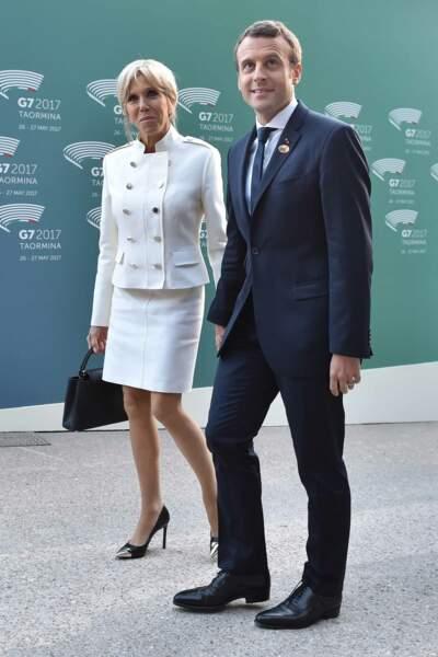 Brigitte Macron en ensemble blanc