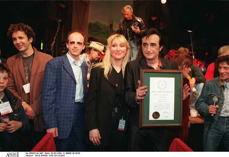 Dick Rivers fête ses 50 ans à Disneyland avec sa femme Babette le 25 avril 1996.
