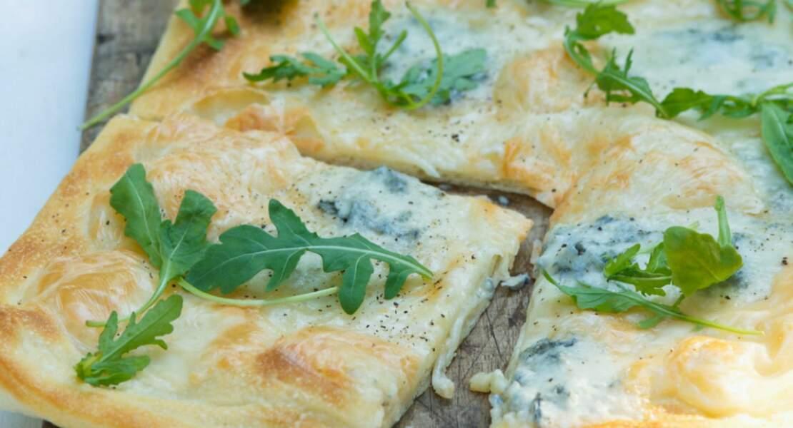 Pizza roquette et fromage bleu