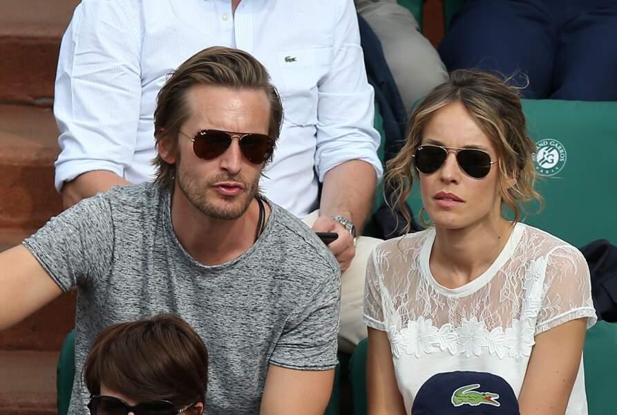 Philippe Lacheau et sa compagne Elodie Fontan dans les tribunes de Roland Garros le 1er juin 2017.